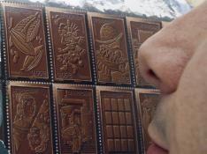 Des_timbres_aux_senteurs_chocolat_mis_en_vente_img_234_199