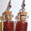 boucles d'oreilles mini fiole en verre et paillette orange