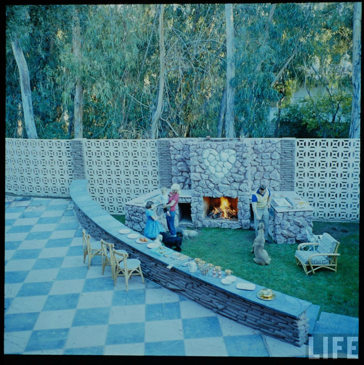 jayne_pink_palace-outside-by_allan_grant-2