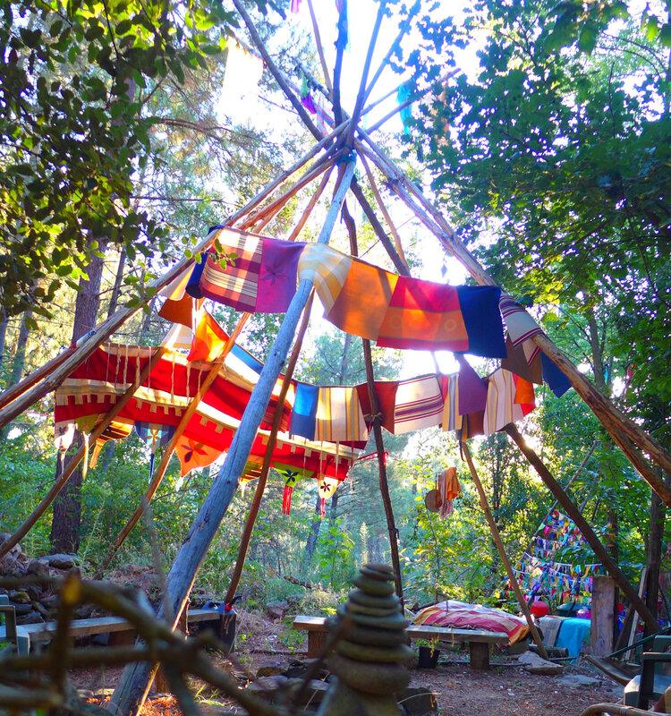 banderole sur perches de tipi yurtao