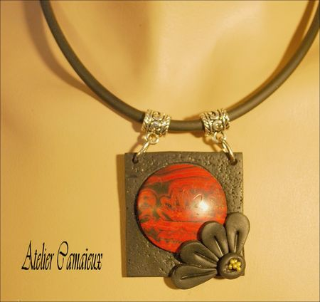 pendentif_rouge_carr__rond