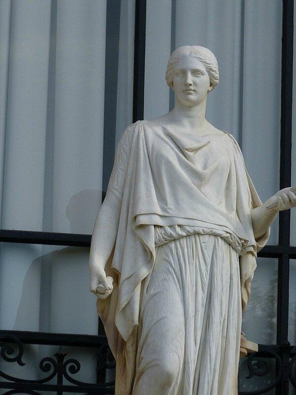 statue des arts la peinture
