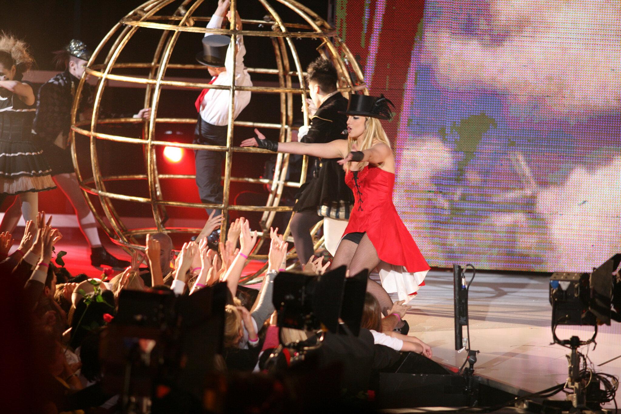 [POST-TR… « Non, c'est méchant ! » : bref, Britney à Paris…