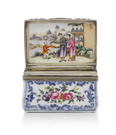 A_Chinese_famille_rose_silver_mounted_porcelain_rectangular_snuff_box__third_quarter_18th_century1