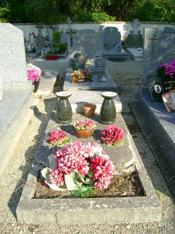 295 - Tombe de la famille Dechaine