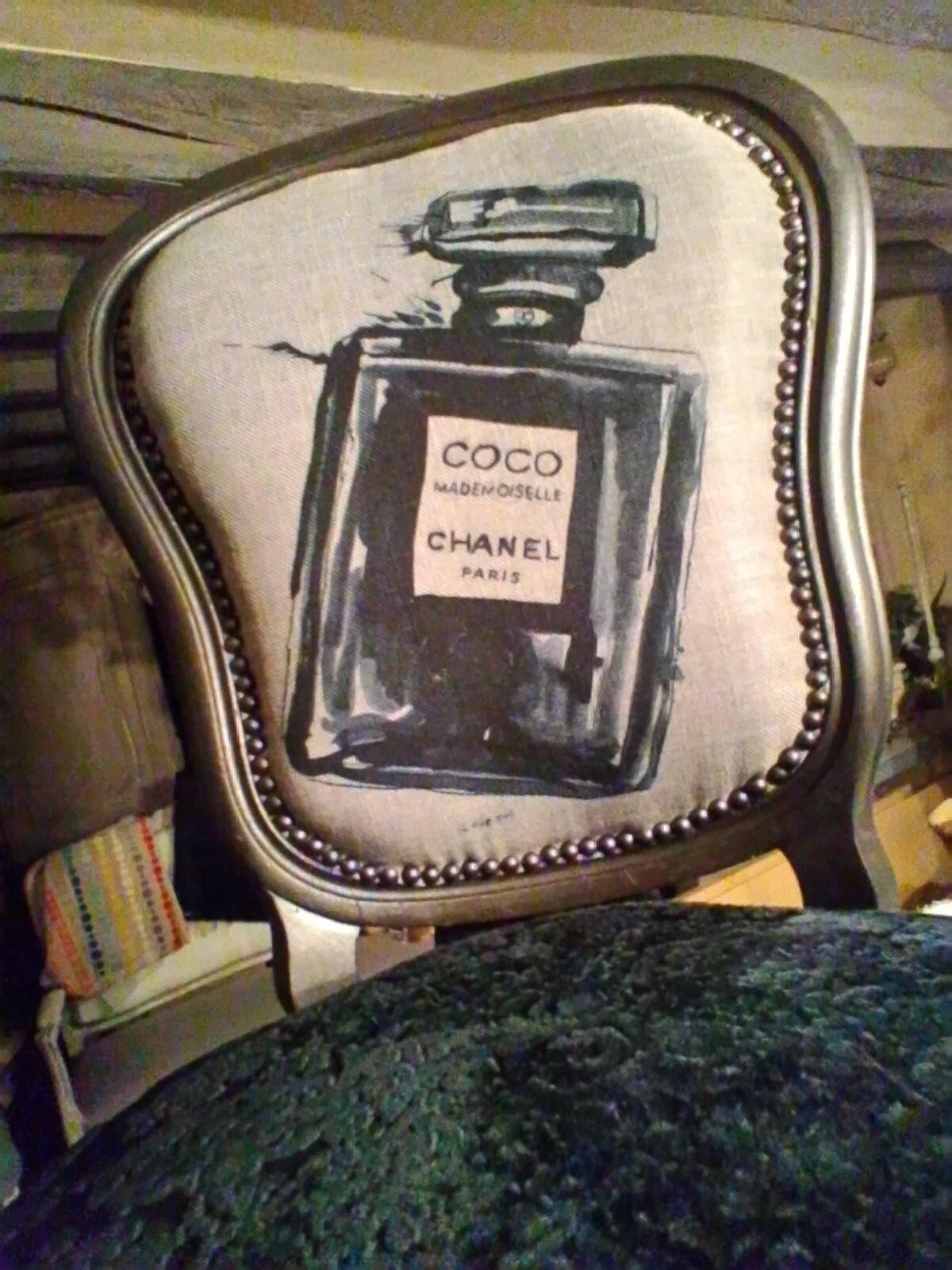 """La petite dernière """" chaise corsetée """" Coco Chanel """""""