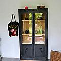 Armoire vitrée ancienne noire