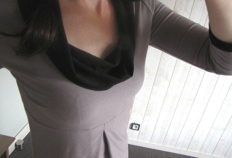 Col drapé noir