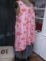 Robe CALIXTHE en coton rose imprimé fleurs et oiseaux rosejaunevert (4)