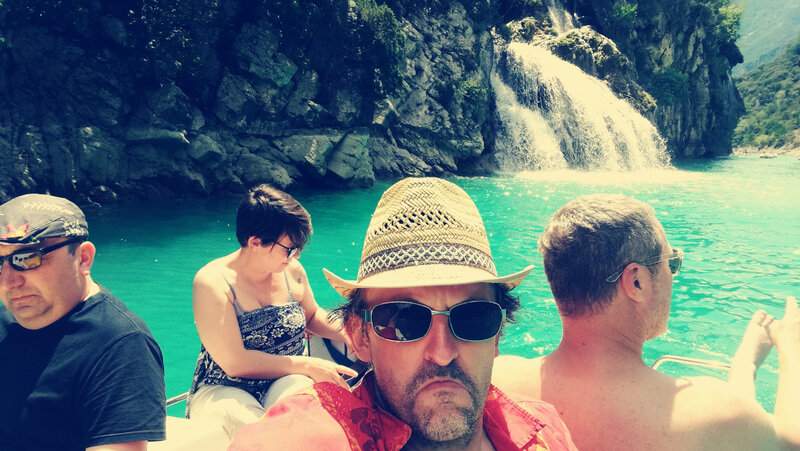 D) Into the gorges du Verdon, pauses