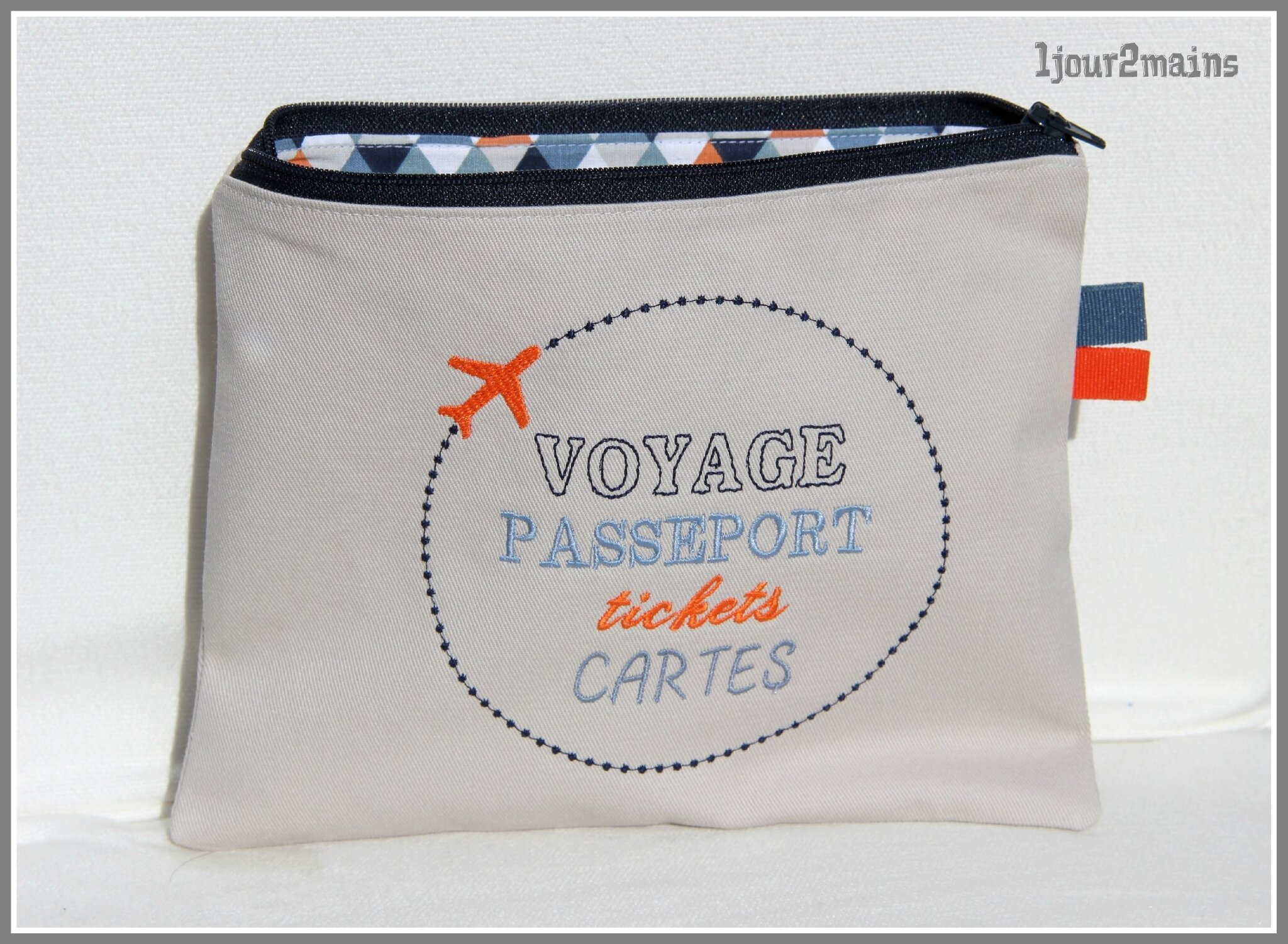 trousse voyage avion orange