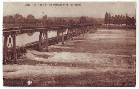 03 - VICHY - Le barrage et la passerelle