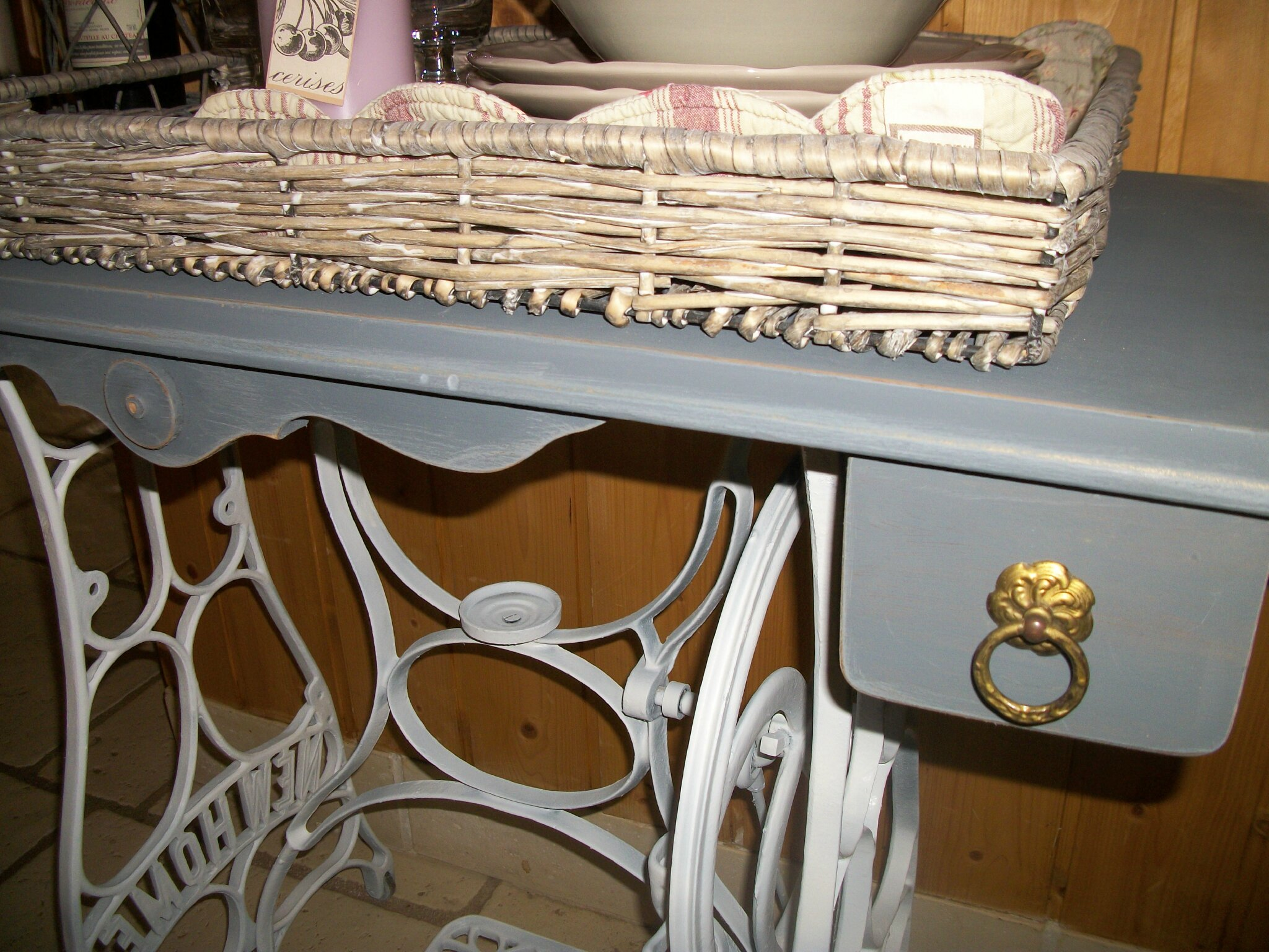 Table Machine A Coudre table de machine à coudre relookée - patine & brocante