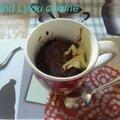 Mugcake au chocolat et son coulis de chocolat blanc