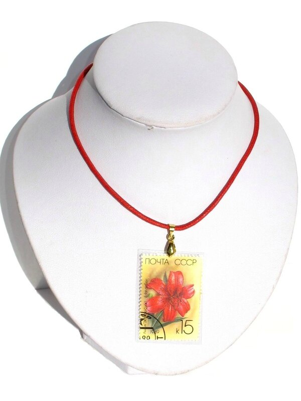 pendentif timbre ibiscus rouge CCCP 15