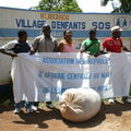 Photos Remise vêtements au village d'enfants SOS de Sanankoroba