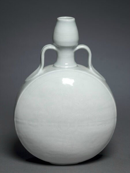 Gourd Flask with Floral Medallion, 1403-1424, China, Jiangxi province, Jingdezhen, Ming dynasty (1368-1644), Yongle period (1403-1424)