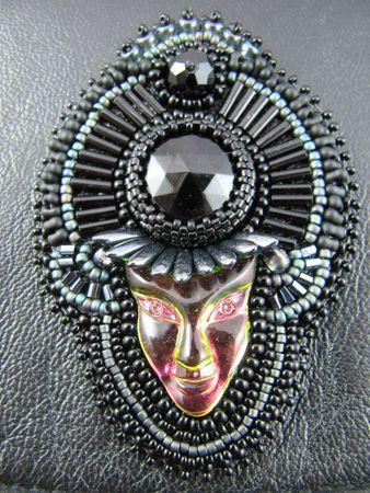 bijoux mai 2012 masques, broches 014