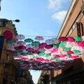 Pluie de parapluie dans le cadre du Wops festival