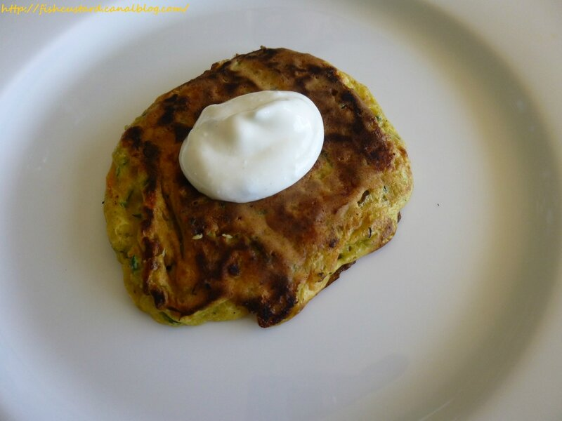 Pancakes salés au saumon fumé, courgettes, carottes et mozzarella (37)