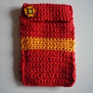 etui-portable-rouge-bande-jaune-
