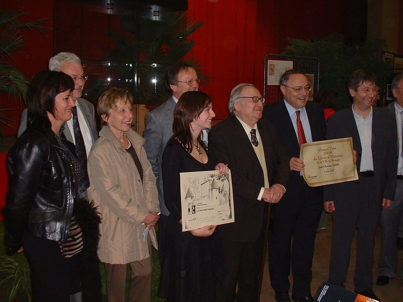 Les lauréats posent pour la photo officielle