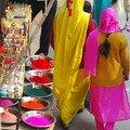Les femmes mettent de la couleur dans la vie