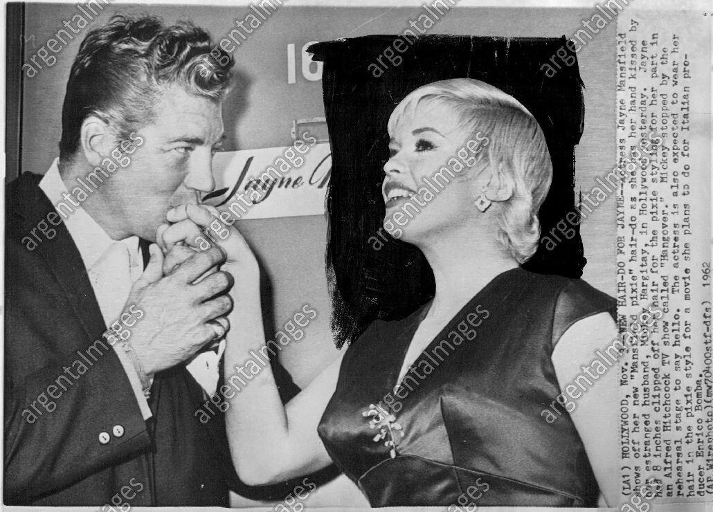 jayne-1962-11-03-hollywood-new_hair_cut