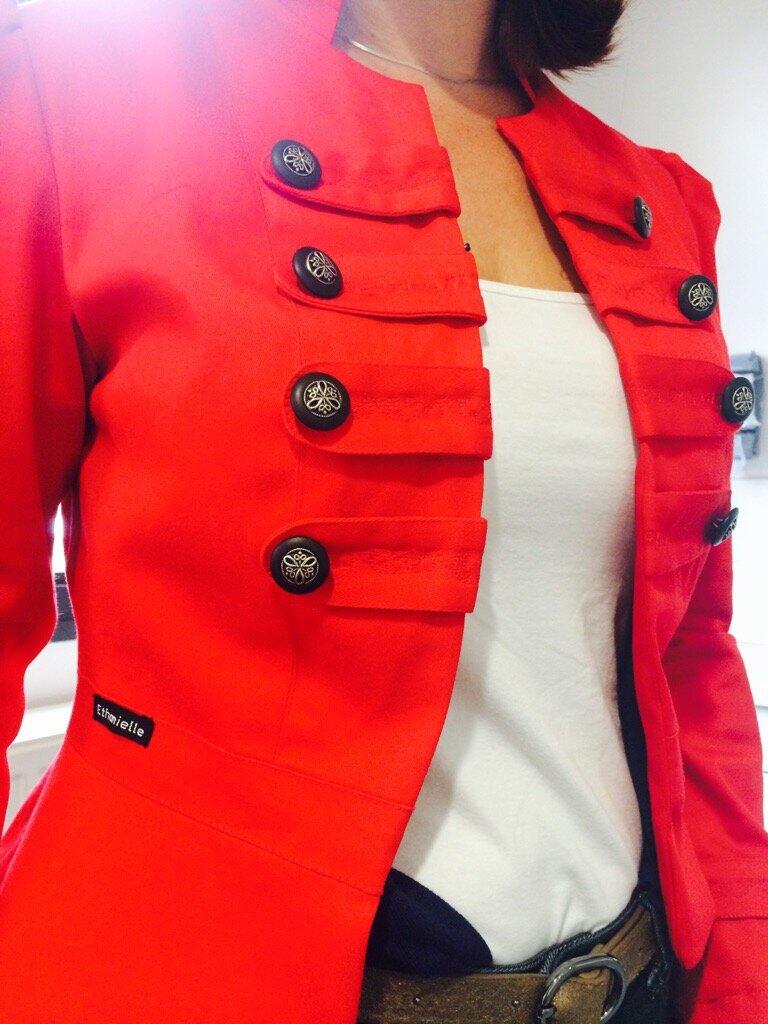 Celle qui voulait une veste...rouge.