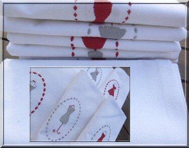 photos serviettes brodées petite robe