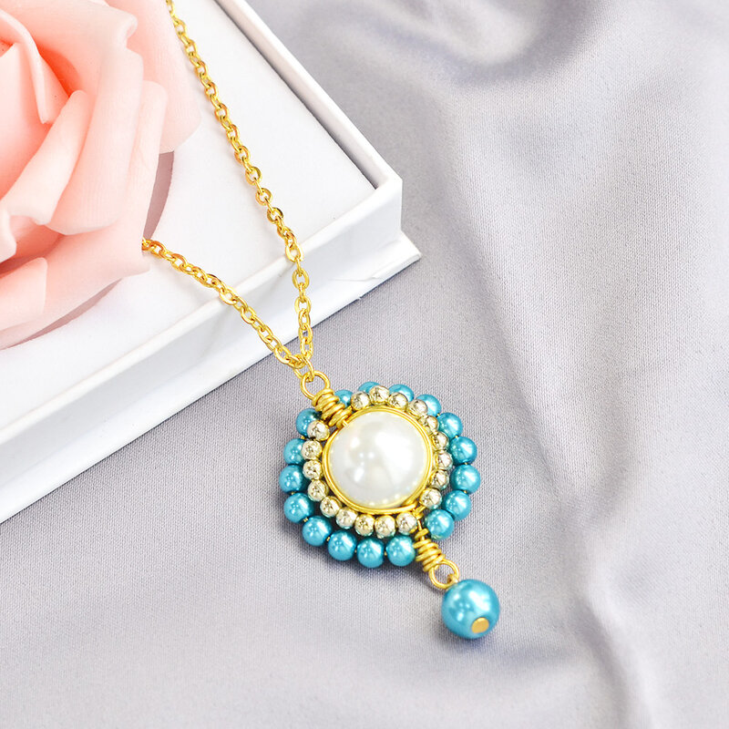 PandaHall-Ideas-on-Making-a-Luxury-Style-Pearl-Necklace-6