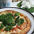 Pizza au saumon, épinard et mozzarella