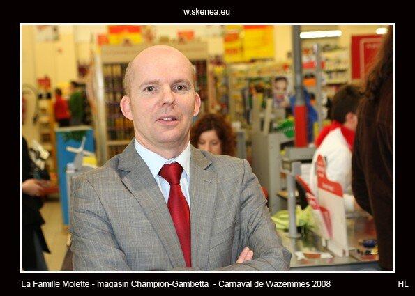 FamilleMolette-magasinChampion-Carnaval2008-093