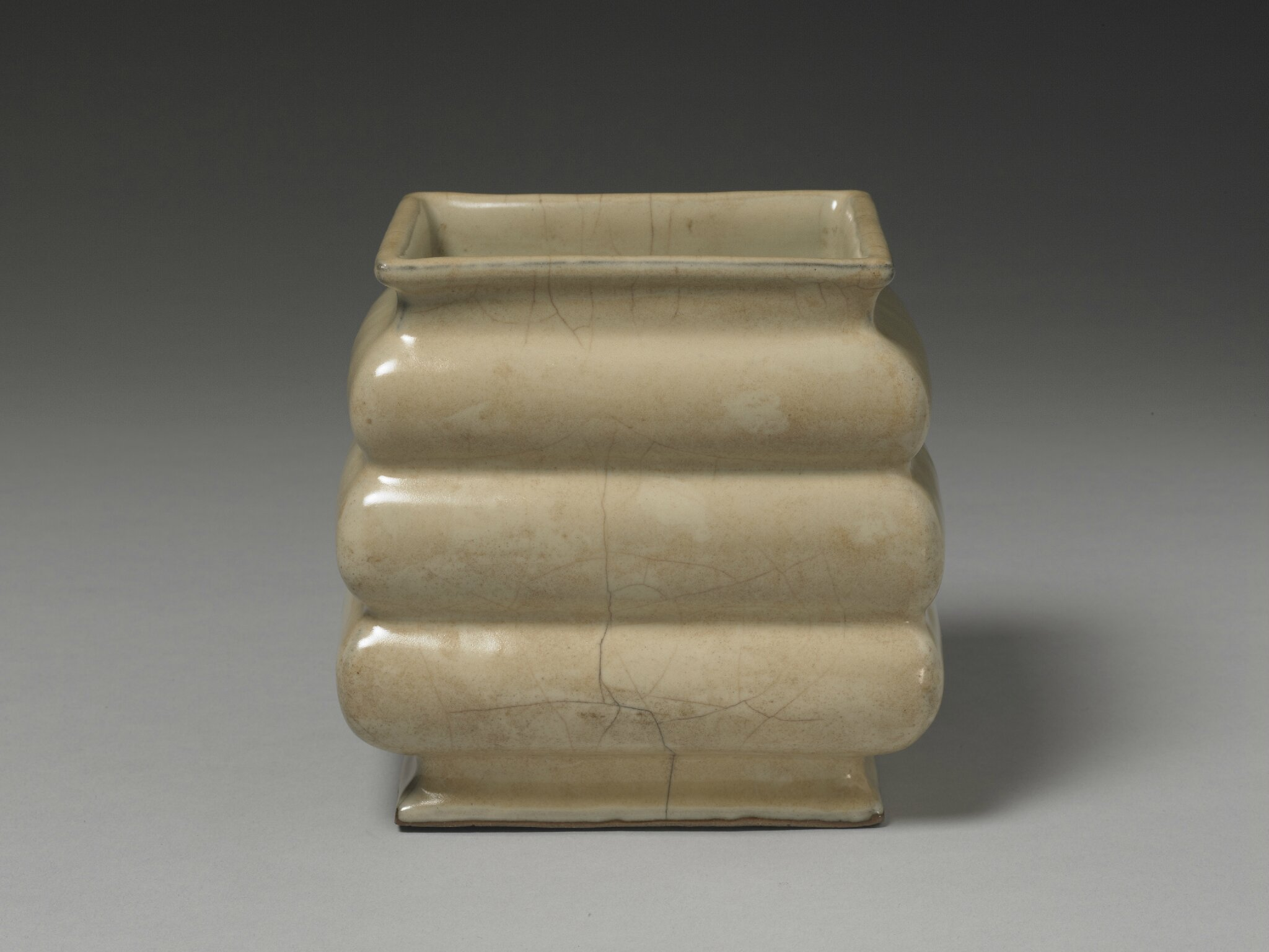 Stepped pot with cream-colored celadon glaze, Guan ware, Southern Song dynasty, 12th-13th century