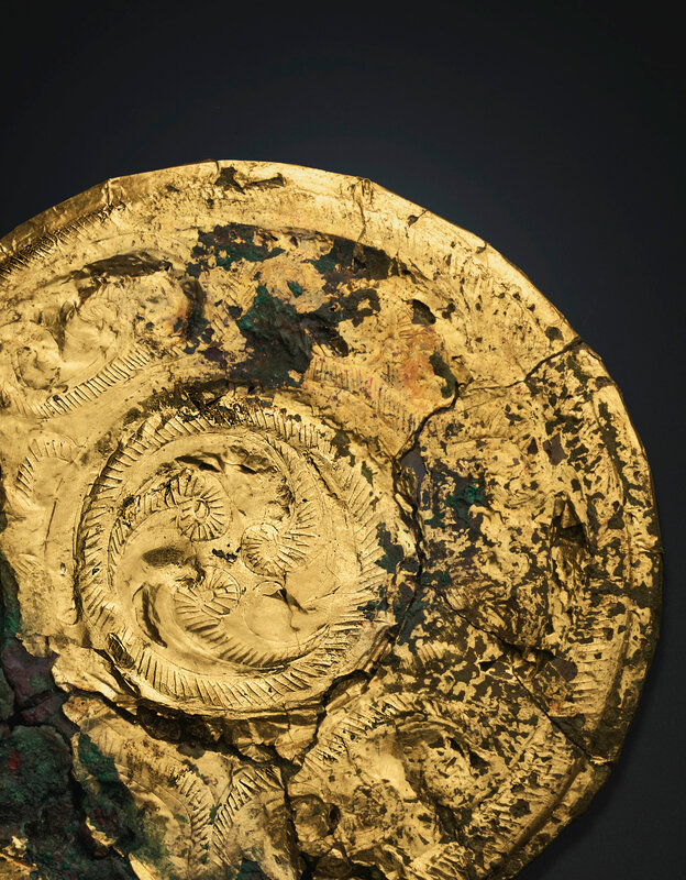 2019_NYR_18338_0519_001(a_gold_foil-covered_bronze_circular_plaque_spring_and_autumn_period_la)