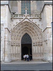 220px_St__Pierre_Cathedral_entrance