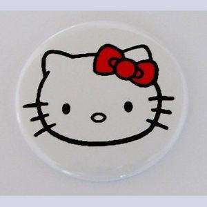 Kitty_on_White_Mirror