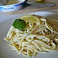 Spaghettis au cream cheese, citron et basilic