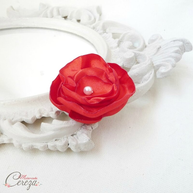 fleur-enfant-mariage-rouge-blanc-barrette-personnalisable-made-in-france-melle-cereza-deco-2