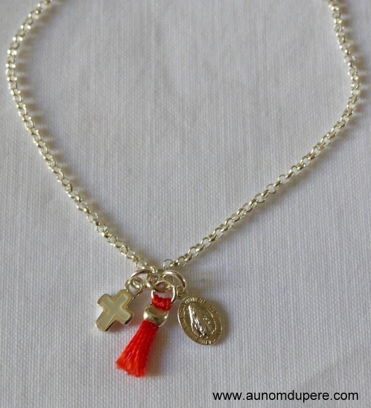 Bracelet Magnificat avec pompon (corail) détails - 44 €