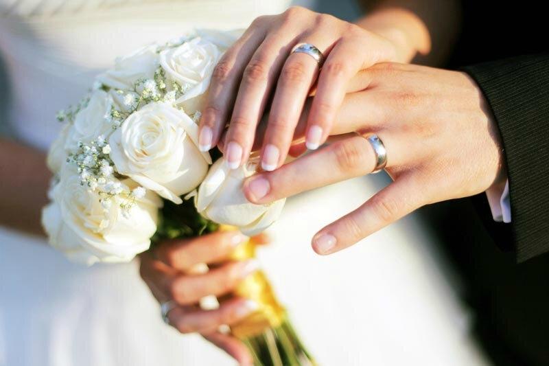 POUSSER SON OU SA CONJOINT(E) A DEMANDER LE MARIAGE.