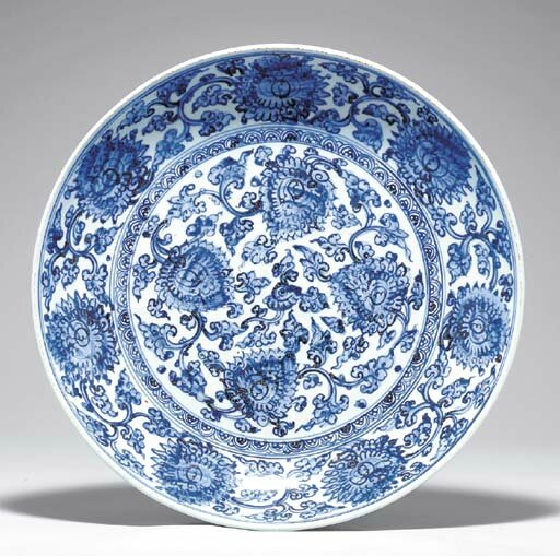 A large blue and white dish, Ming dynasty, late 16th-early 17th century