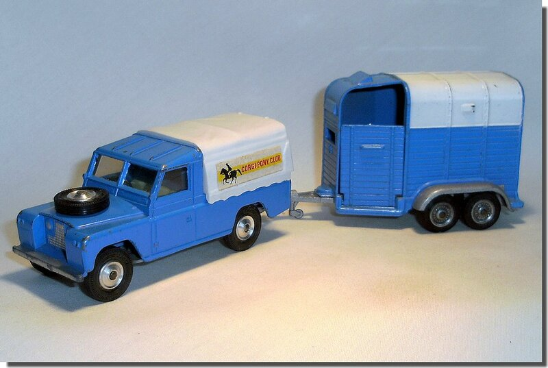 Pony Trailer Corgi white and blue A 09