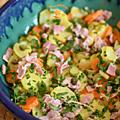 Salade de pommes de terre, carotte, cornichons, câpres & lardons si nécessaire