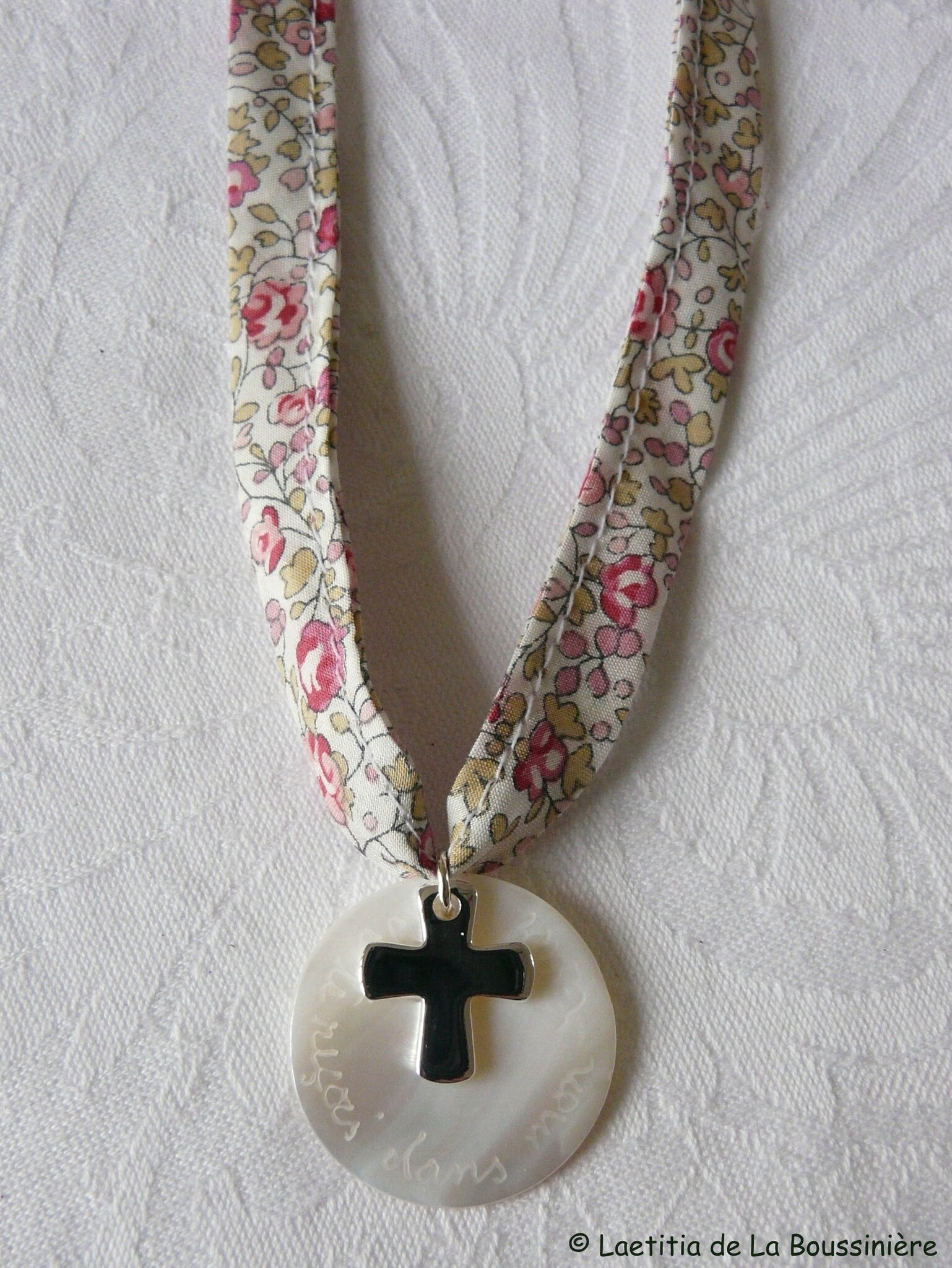 Collier de Communion (sur ruban Eloïse rose) - 38 €