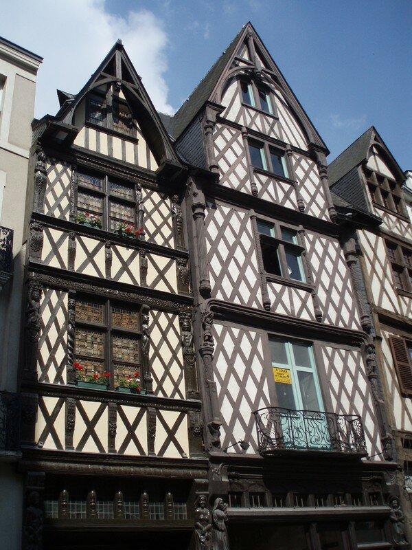 Une magnifique maison à pans de bois dans le vieux Angers
