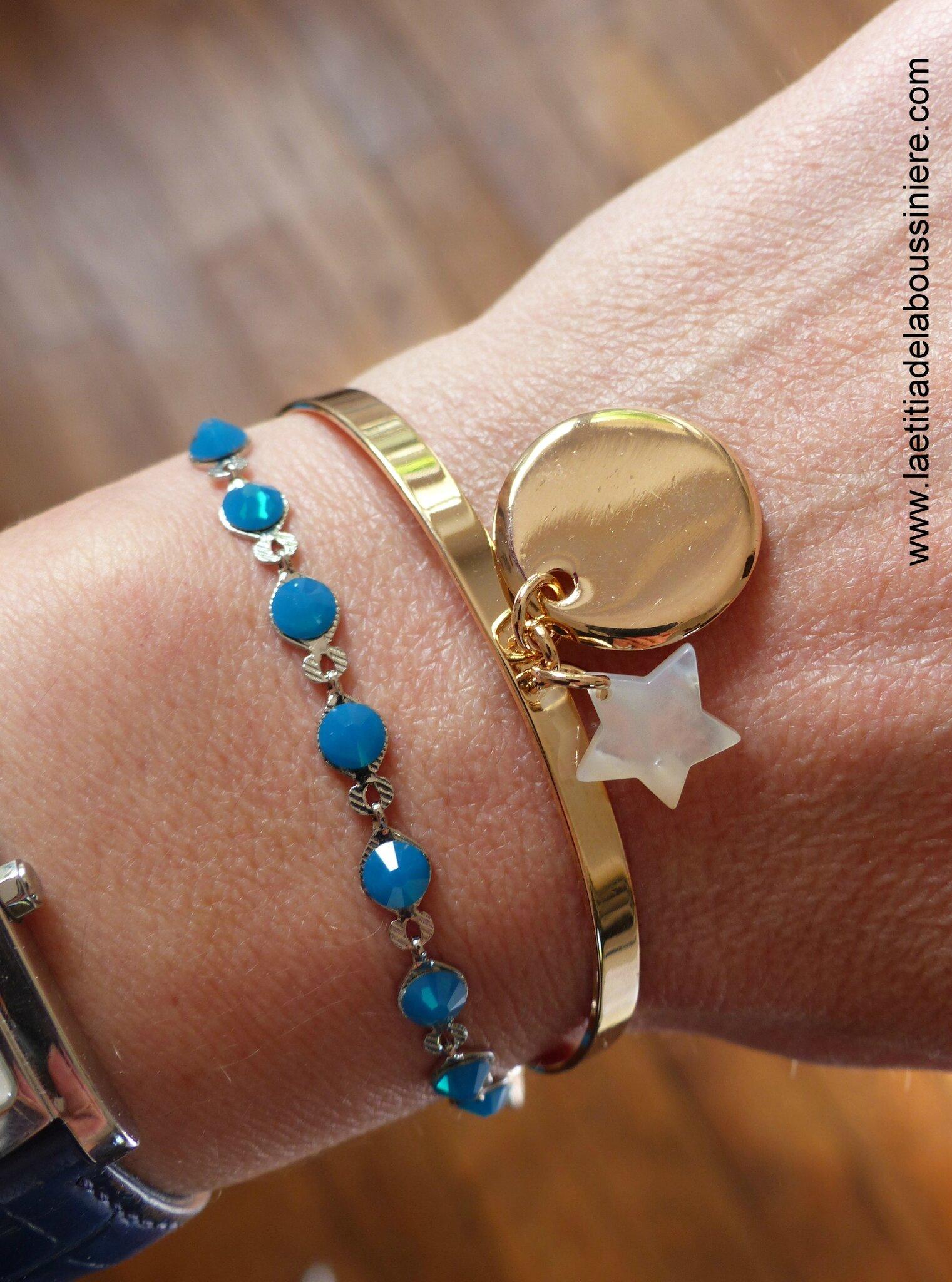 Demi jonc Love my children (médaille en plaqué or et étoile en nacre) et bracelet Kibrille bleu lagon portés - 69 € et 25 €
