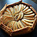 Tarte rustique pommes, confitures de fraises, spéculoos