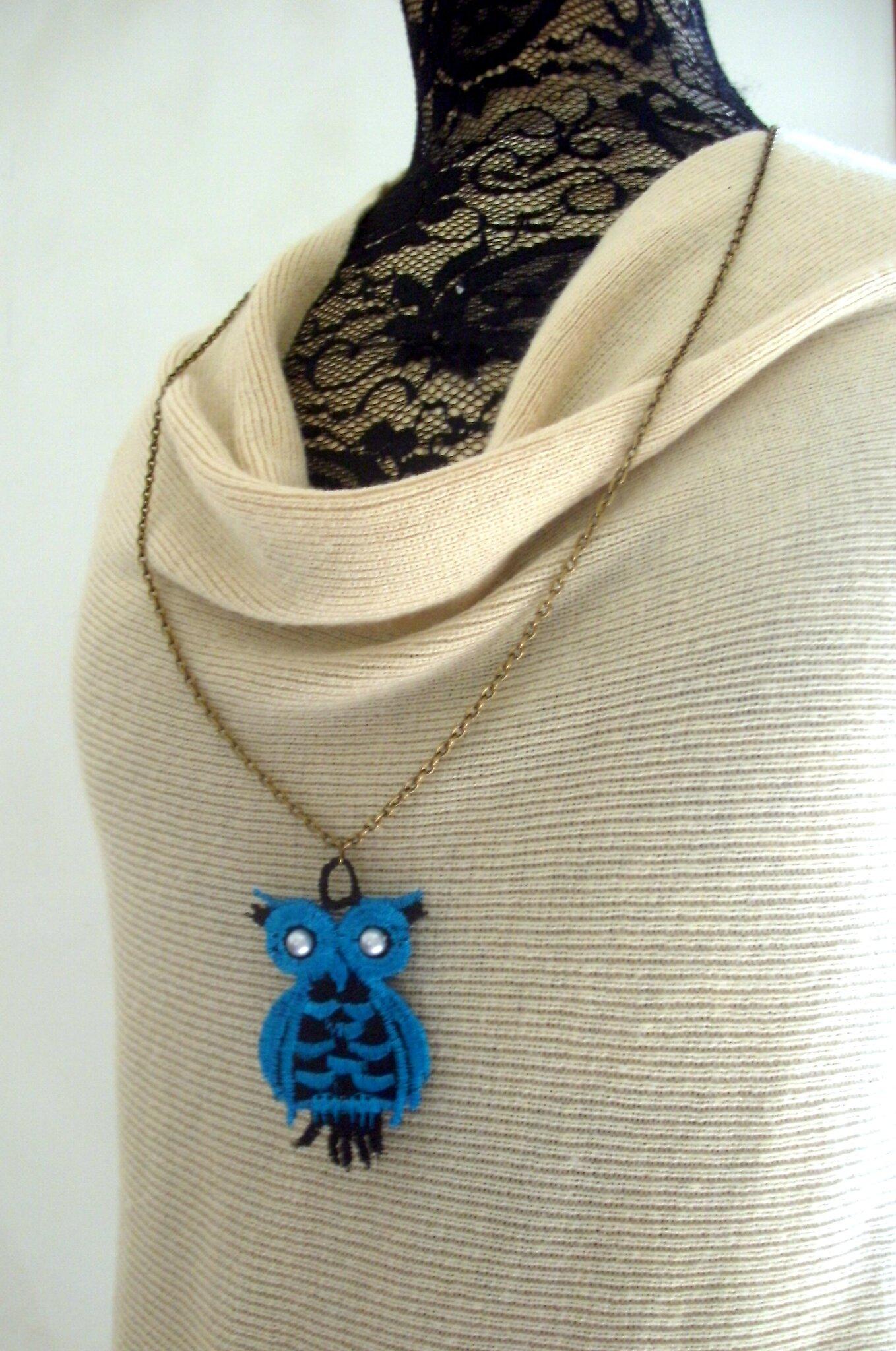 sautoir pendentif chouette bleue amd a coudre (1)