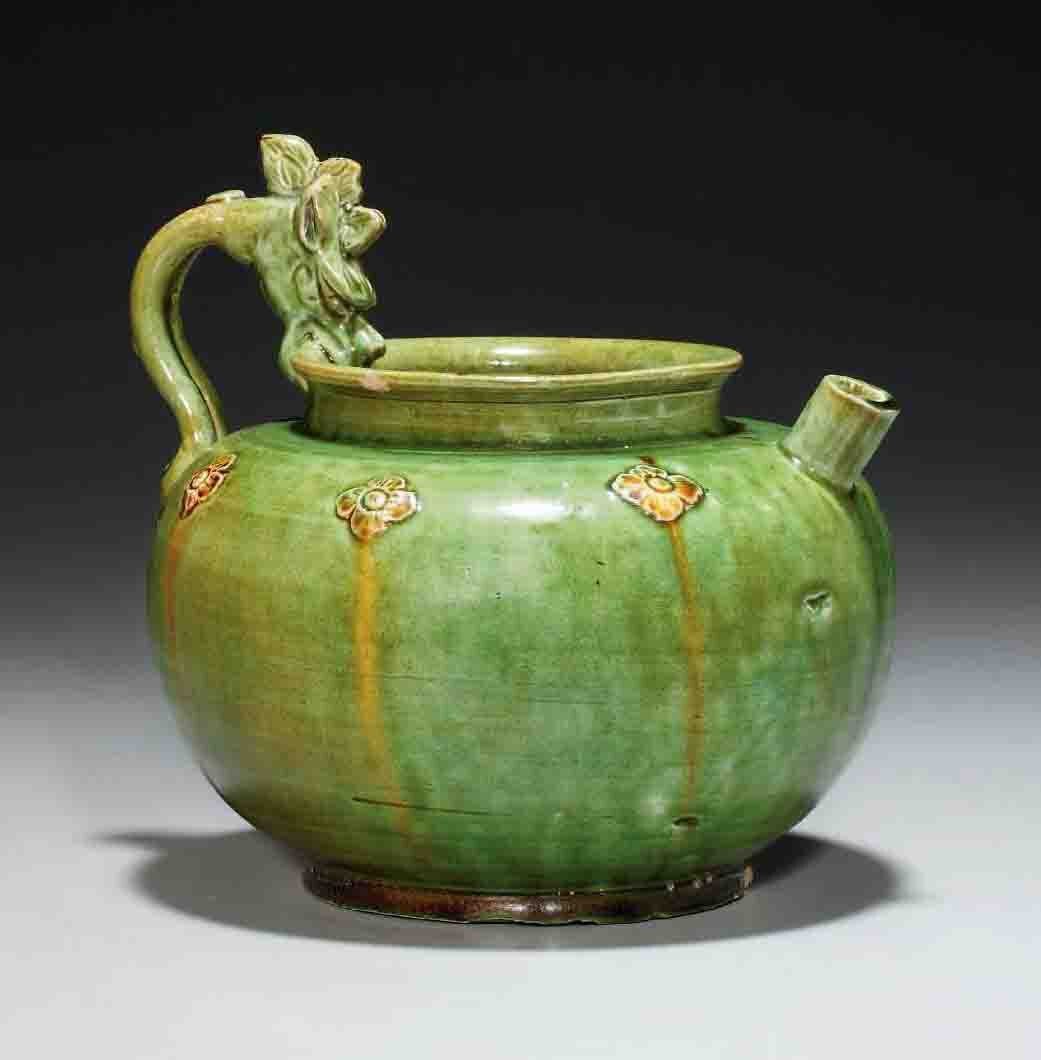 A very rare green and amber-glazed pouring vessel, Tang dynasty (618-907)